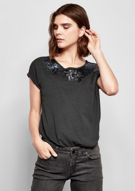 s.Oliver Q/S damské triko s pajetkovým motivem